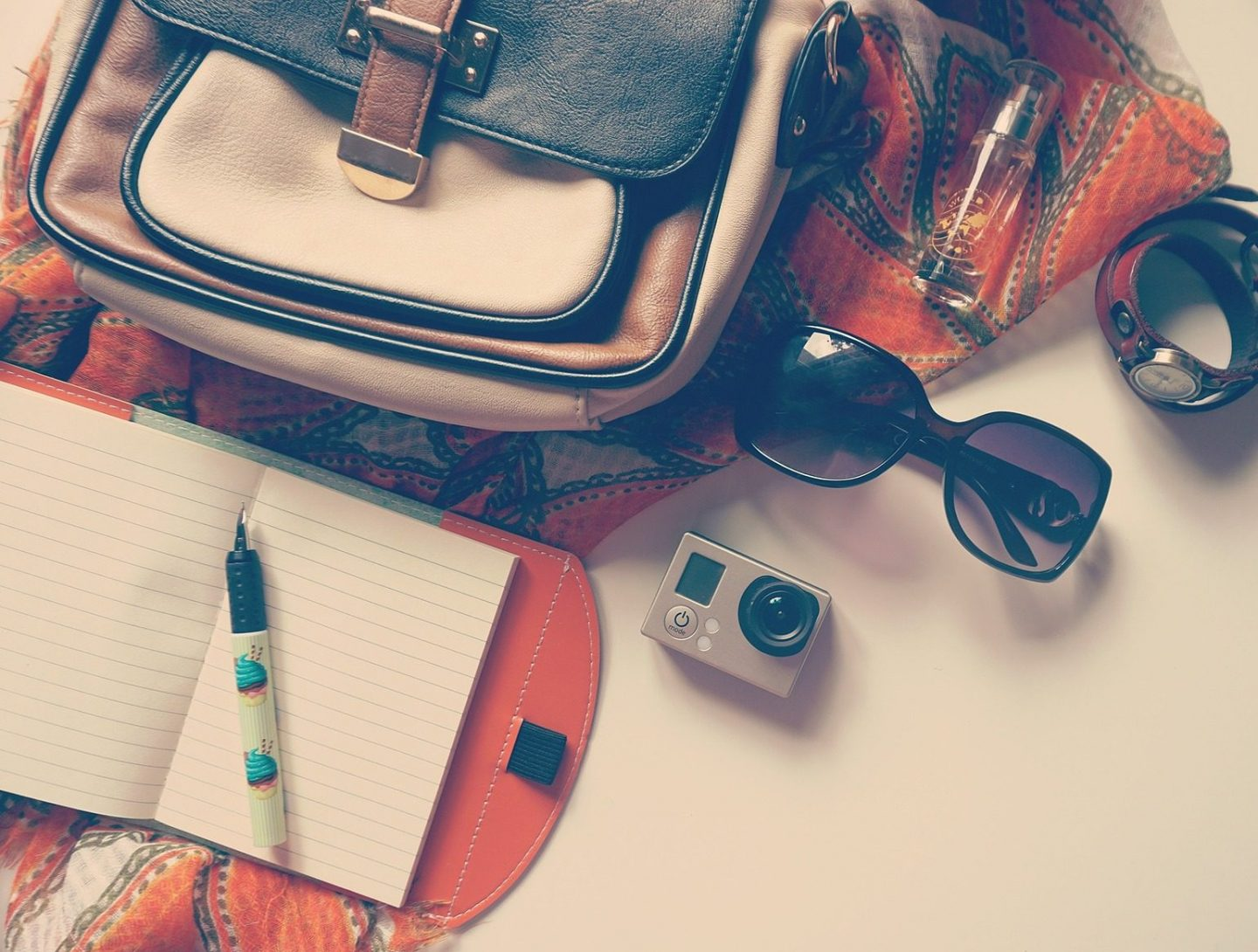 Carry on essentials for the conscious traveller. Image by Andrian Valeanu from Pixabay